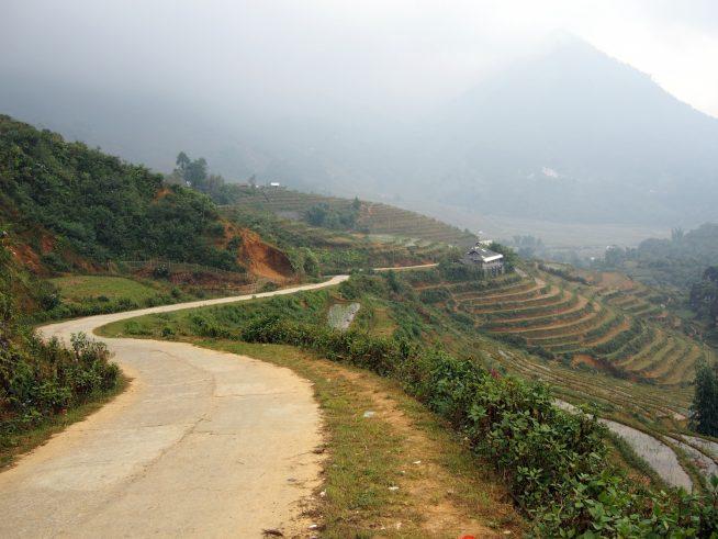 タフィン村の中を歩く
