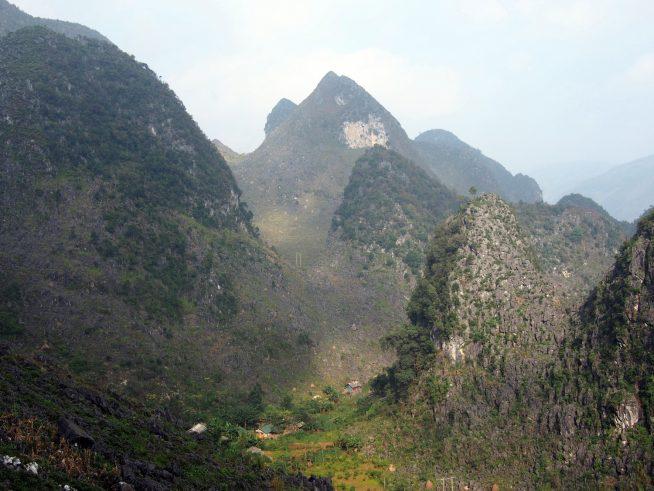 ドンバン石灰岩高原という名のカルスト台地