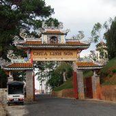 霊山寺[リンソン寺](Chùa Linh Sơn)