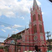 隠れた観光名所!ホーチミンのピンクで可愛いタンディン教会へ行ってきました。
