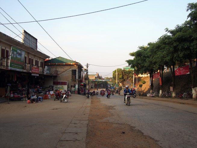 ソンラ省バクイェン(Bắc Yên)町の朝