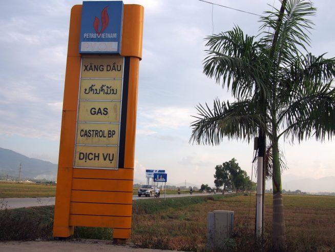 ラオス語が国境を意識させる