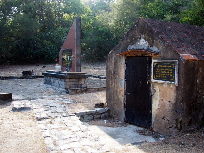 牛舎と墓地