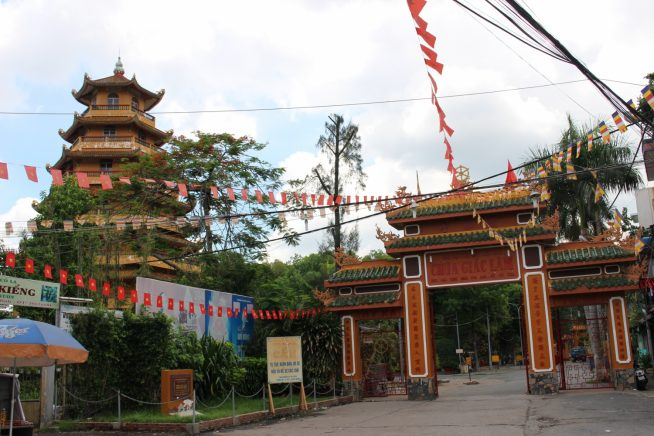 覚林寺入り口