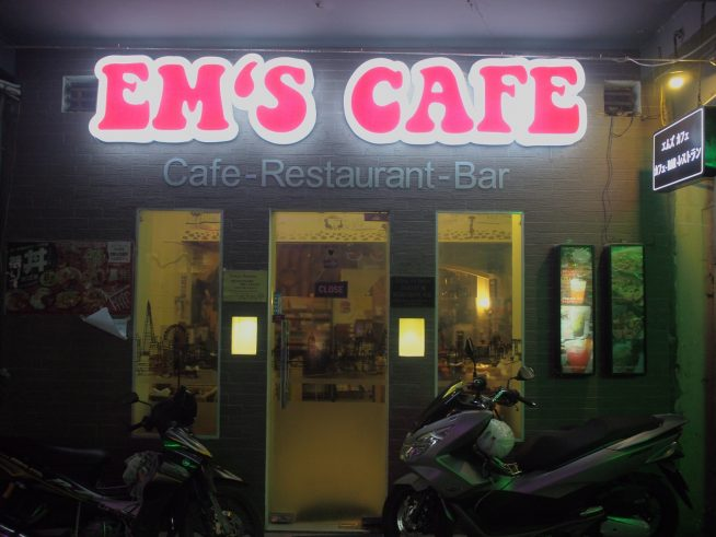 EM'S CAFE(外観)