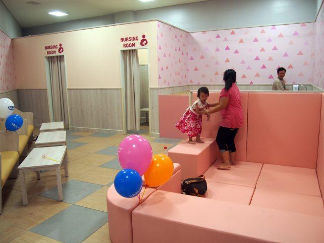 授乳室や子供の遊び場がありました