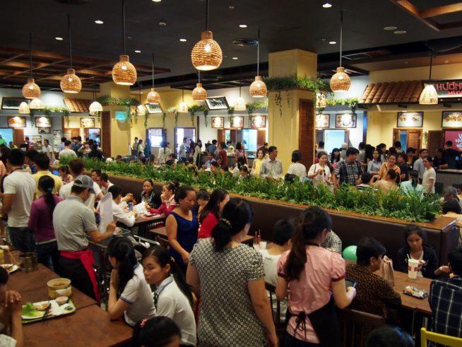 開店当日のお昼は大混雑