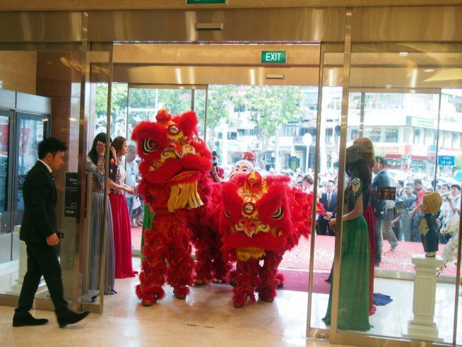 ベトナム流の開店祝い