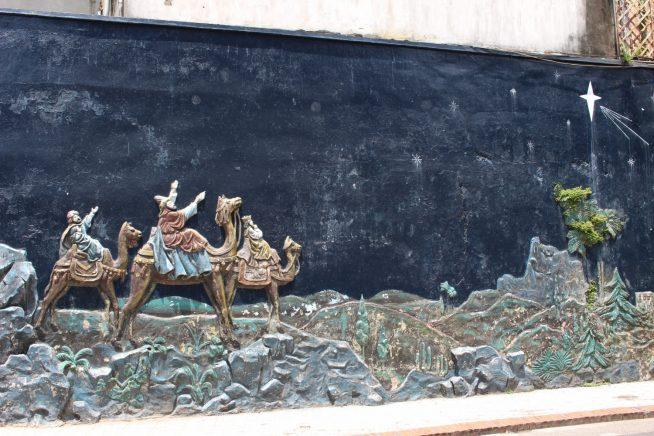 教会裏手の壁画