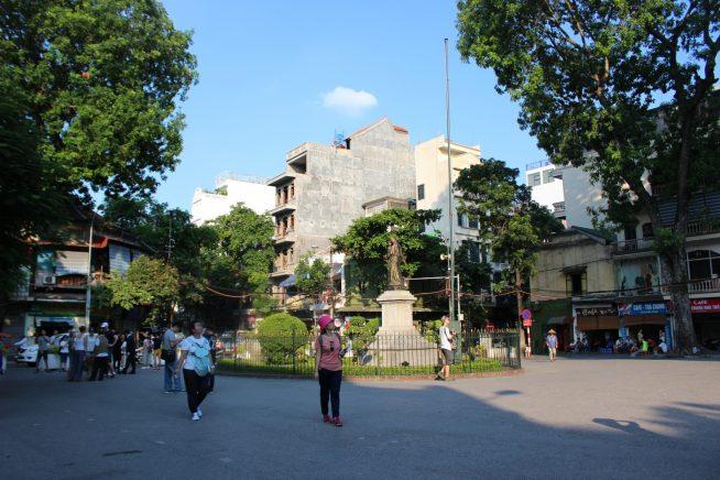 教会前の広場の様子
