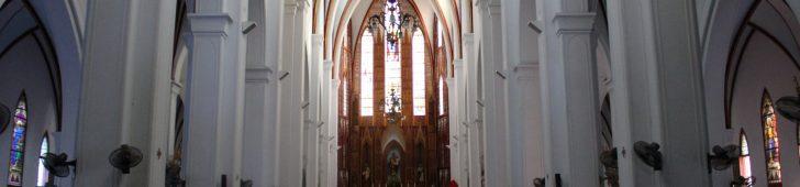 ハノイ観光には欠かせない、街歩きの中心エリアにたたずむハノイ大教会