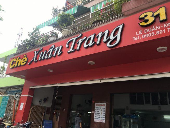赤い看板が目を引く、チェー専門店「Che Xuan Trang」