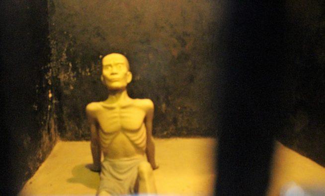 囚人の様子を人表した人形