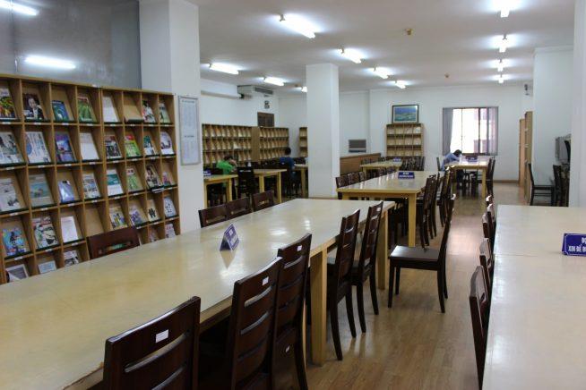3階図書室内