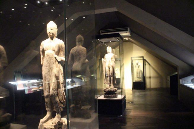 仏像の展示も