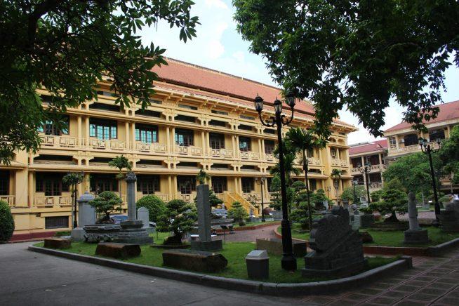 敷地内の広場