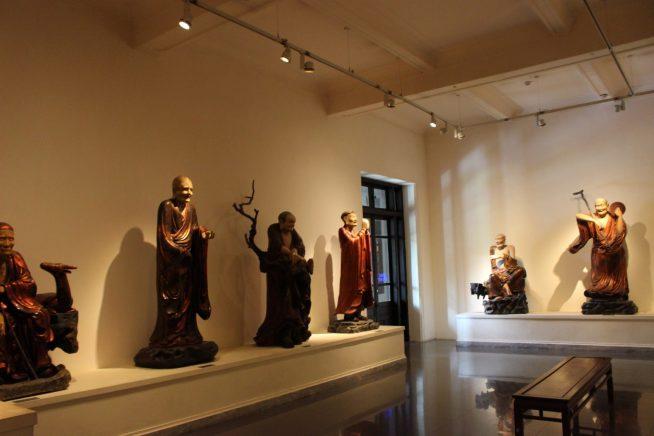 仏像なども沢山展示されている