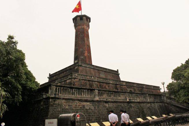 国旗掲揚塔(旗の塔)