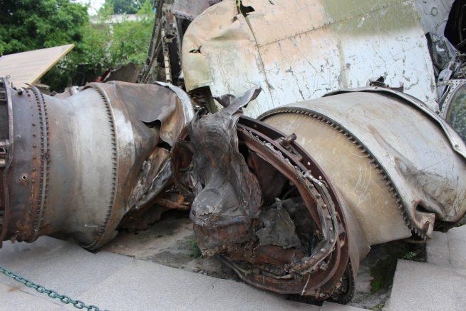 壊れた戦闘機の一部