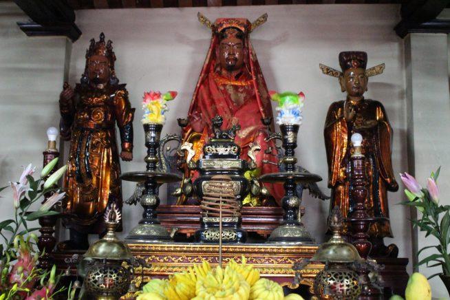 徳翁像と武官・文官像