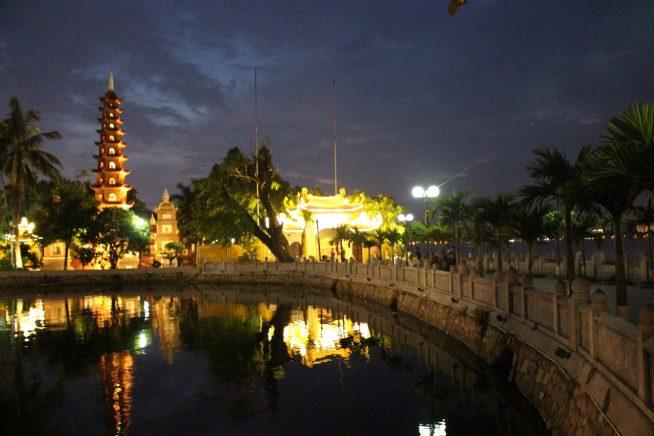 ライトアップされた鎮国寺