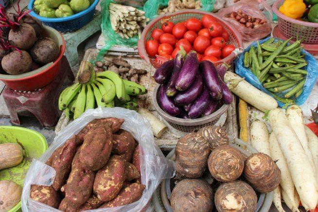 野菜や果物もたくさん売っています