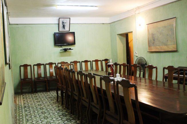 地下会議室の一室