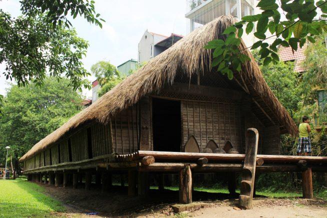 エデ族のロングハウス