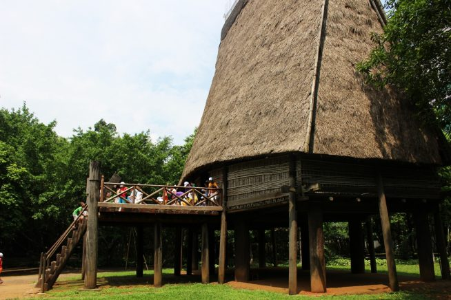 バナ族の集会場