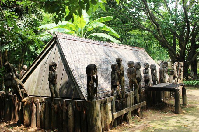 ジャライ族の御霊屋