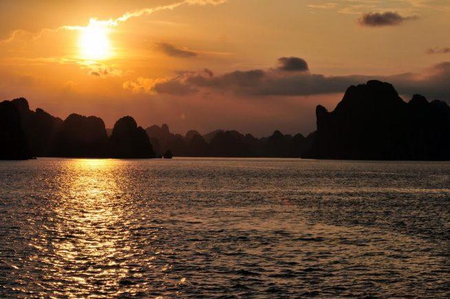 ハロン湾の夕日