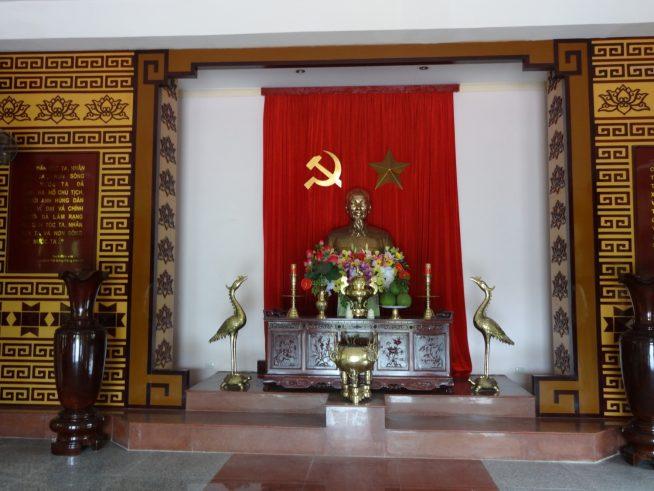 「ホー・チ・ミン」の像
