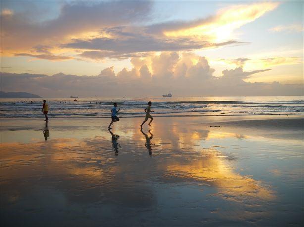 観光地でのレポート記事から「天国かな?ダナン・ミケビーチの日の出が美しすぎる」