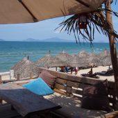 アンバンビーチで綺麗な海と海沿いのレストランを満喫しよう!