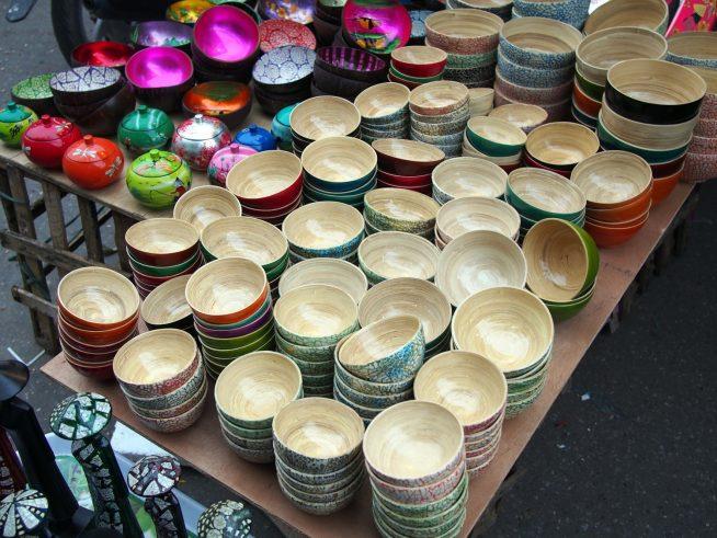 竹やココナッツでできた器