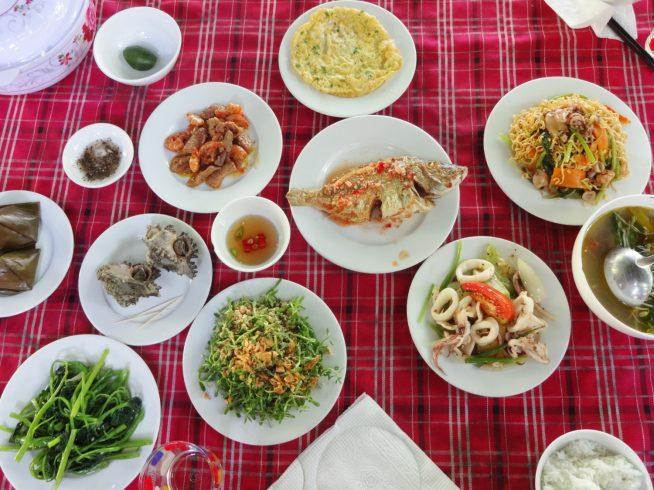 チャム島でとれたたくさんの新鮮な魚介を堪能できます。