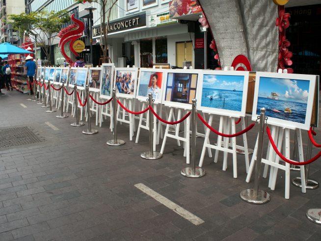 チュオンサ諸島に関するパネル写真の展示