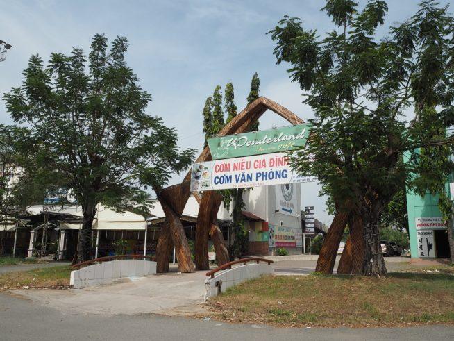 Nguyen Van Linh通り側の入口です