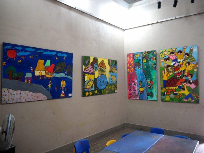 子どもたちが描いた絵も展示されていました。
