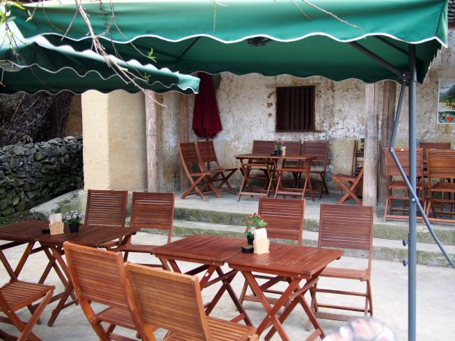 小さなオープンスタイルのカフェ