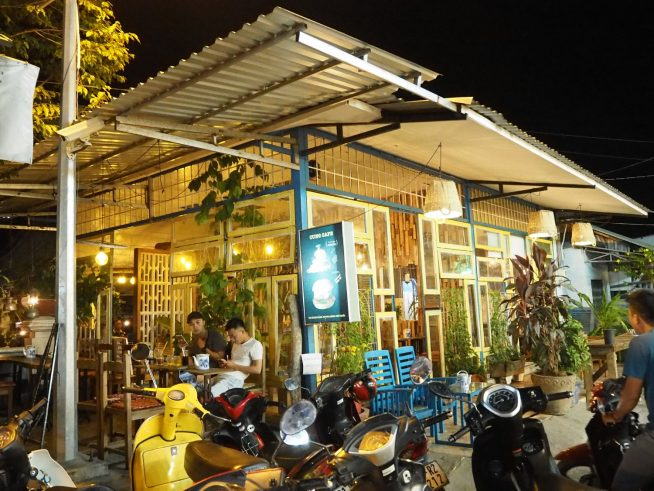 cung cafe ハンバーガーもある若者が集まるカフェ。