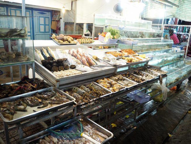 数十種類の新鮮な魚介類が揃うのは島ならではですね