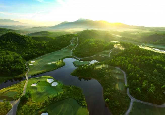 バーナーヒルの麓に作られた絶景ゴルフ場