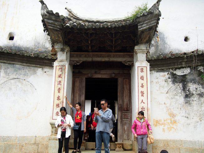 歴史の有りそうな門は記念撮影スポット