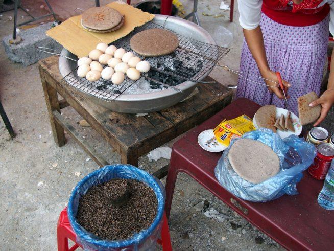 蕎麦の実から作ったお餅のような食べ物
