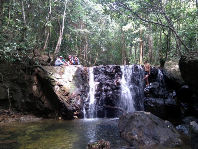 雨季(12月中旬)の滝の様子