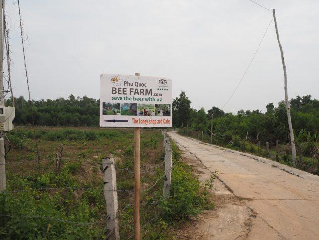 蜂蜜農園へ行くには、この看板が目印です