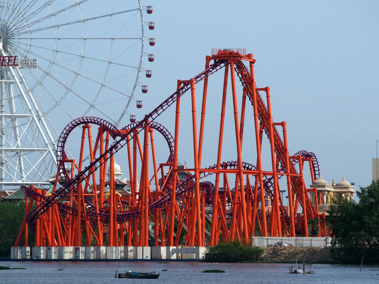 4月1日、アジアパークにベトナム最大の懸垂型コースター誕生。