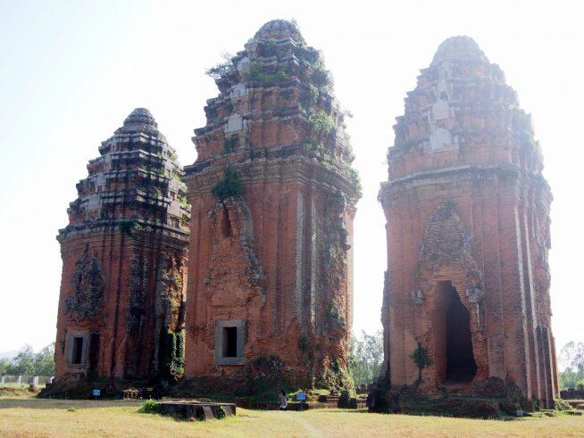 巨大な3つの塔