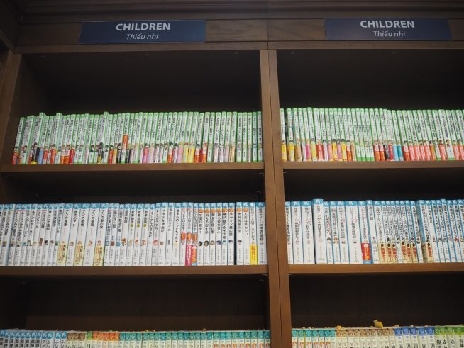 児童書の棚